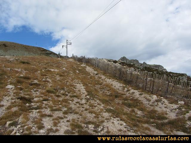 Ruta Pico Toneo y Peña Agujas: Subiendo por la pista de sky al Agujas