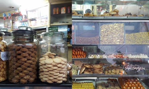 Love these cookie jars in most Kerala bakery shops – just see how beautifully they have been arranged.