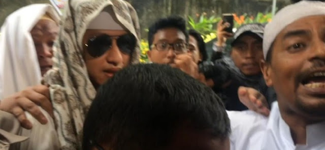 Dikawal Sejumlah Laskar FPI, Habib Bahar bin Smith Penuhi Panggilan Polisi