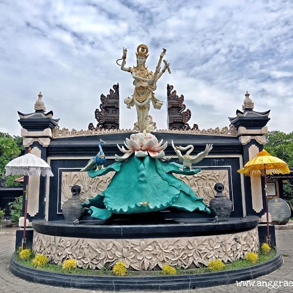 Menuntaskan Rasa Ingin Tahu di Pura Agung Jagat Karana