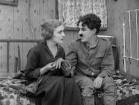 """Кадр из к/ф Чарли Чаплина """"На плечо"""" / Shoulder Arms (1918) - 15"""