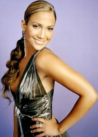 Foto de Jennifer López con cabello amarrado