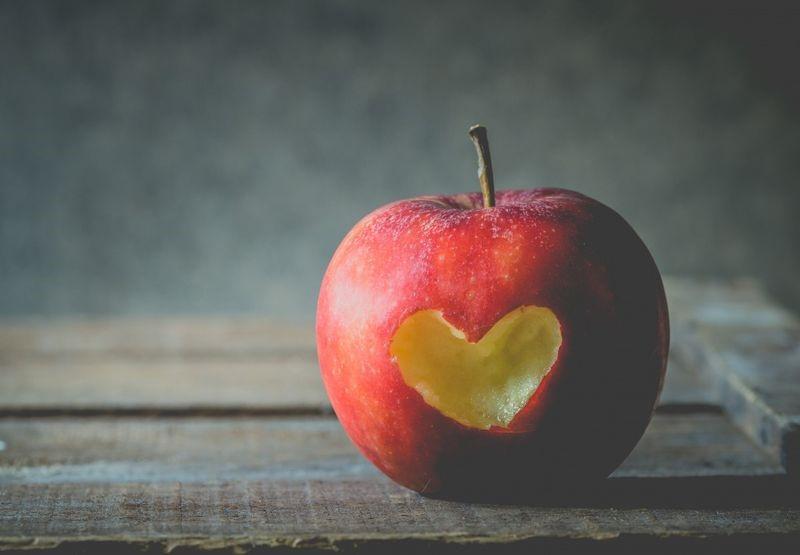 Apple illustrating healthy eating