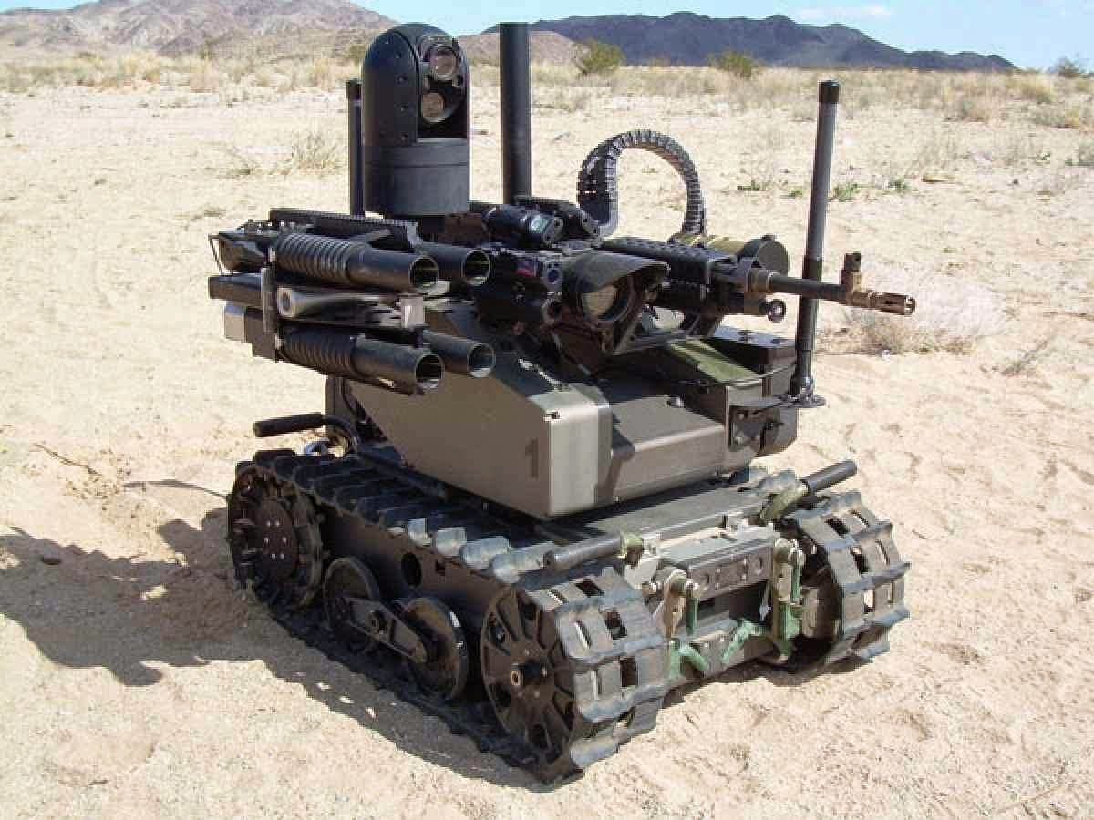 IRANIAN UNIVERSAL PROMISES ROBOT ARMED FORCES