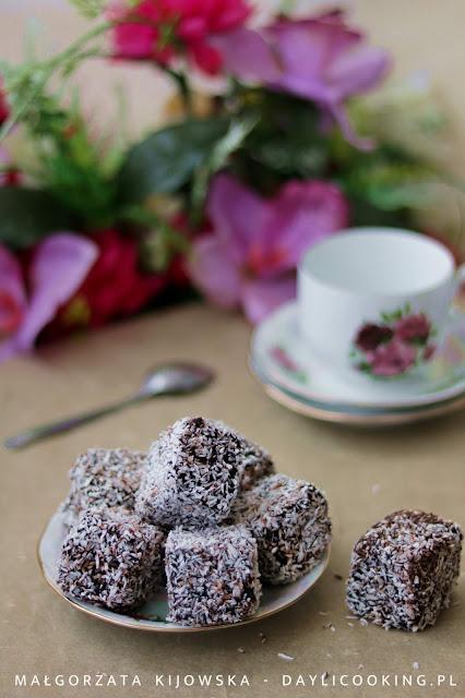 Domowe kokosanki, czyli jak wykorzystać resztki ciasta