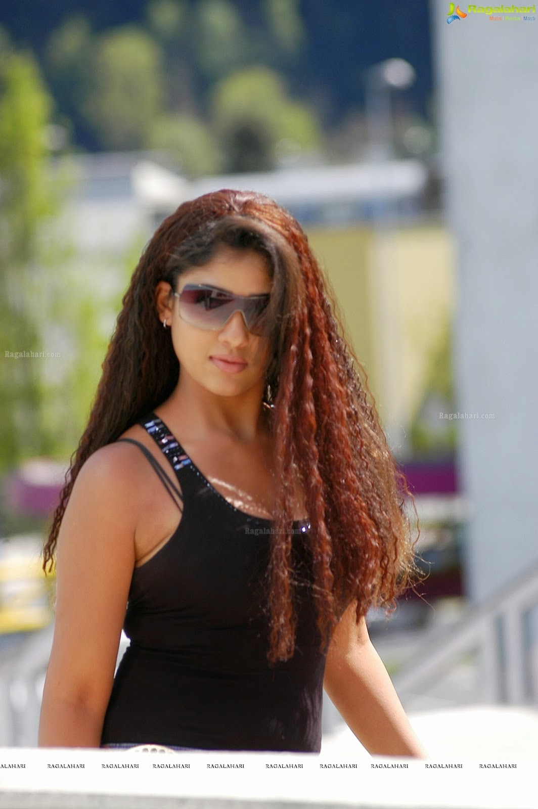 Nayanthara Hot In Black Bra Hd Images - Glamex-8588
