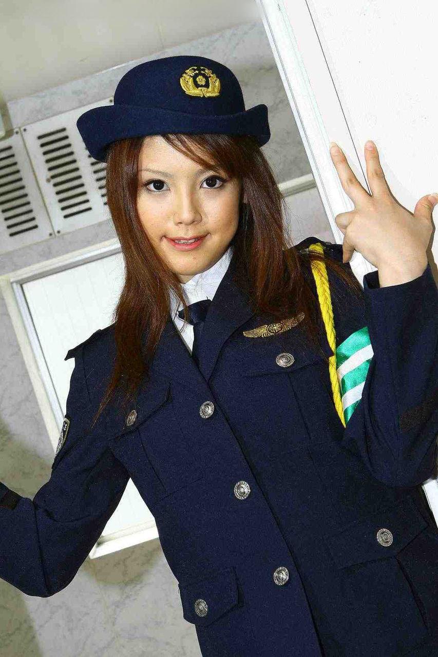 одной японка и полицейский громко
