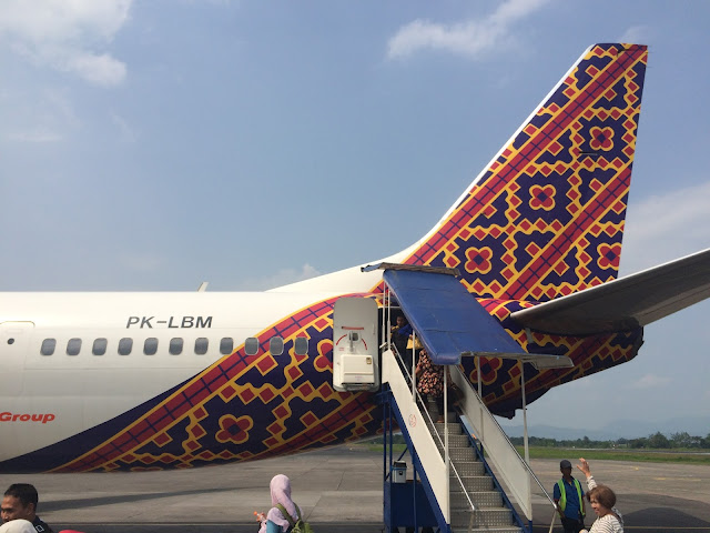 Charles ryans flying adventure batik air the jewel of indonesian flying with batik air has been on my wishlist since its launch the tail livery has to be one of the nicest out there even though its under the lion group stopboris Image collections