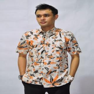 Model Baju Batik Cowok Kombinasi Terbaru