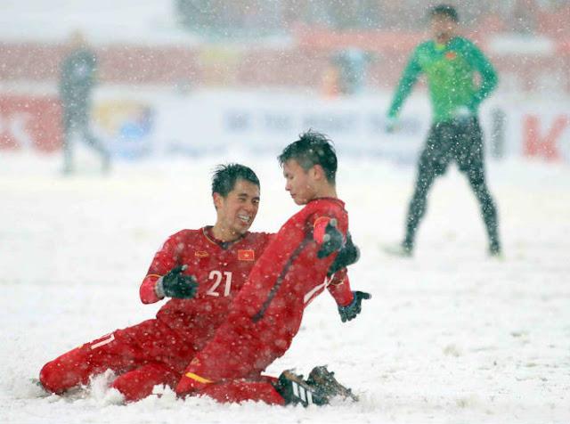 """SAO U23 VN bị công ty ở Đức """"cho vào tròng"""": Quang Hải cũng sững sờ"""