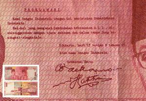 Naskah teks proklamasi yang otentik / autentik / asli pada uang seratus ribu rupiah