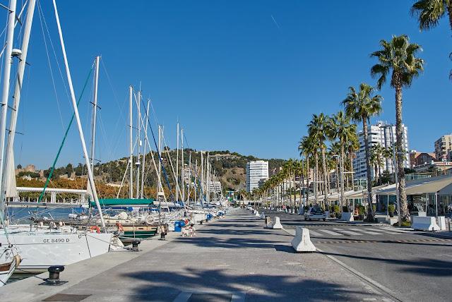 Malaga port jachty, morze, promenada