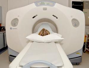 ¿Cómo escanea y trabaja la máquina de rayos X?