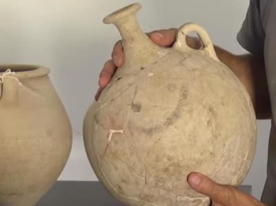 बर्तन पर मिला दुनिया का सबसे पुराना इमोजी मिला Worlds oldest Emoji Discovered on 3700 Year old Pottery