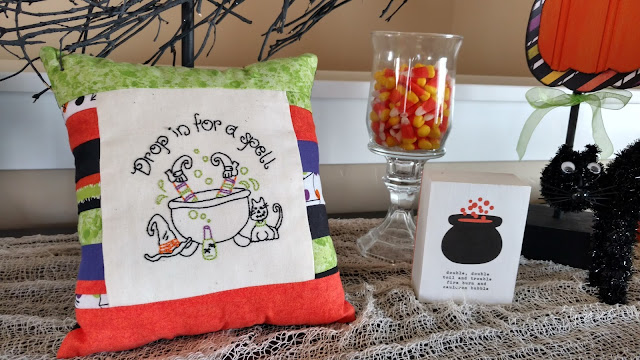 Get some Halloween decoration inspiration!  By choosing a color scheme, decorating for Halloween is easy!