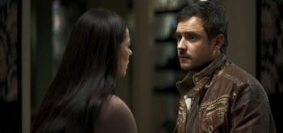 Vivi (Paolla Oliveira) descobrirá que Chiclete (Sergio Guizé) tinha a missão de matá-la