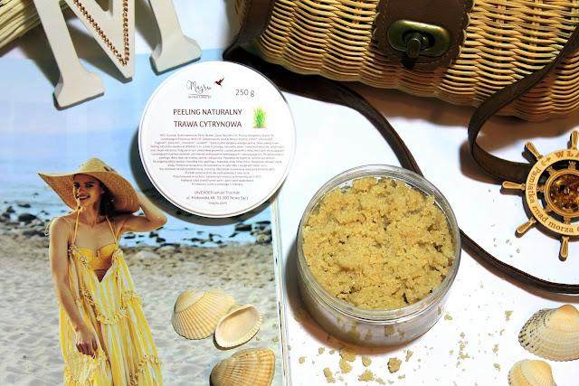Piękna skóra i jędrne ciało latem. Czy naturalny peeling trawa cytrynowa od Majru pomoże zabłysnąć na plaży?