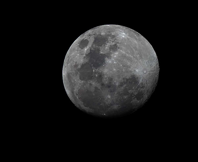 Nearly full moon (80mm refractor,650mm FL) (Source:Palmia Observatory)