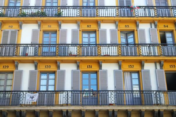 espagne pays basque san sebastian vieille ville place constitution