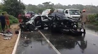 Quatro pessoas ficam feridas após carros colidirem frontalmente na Paraíba; vídeo