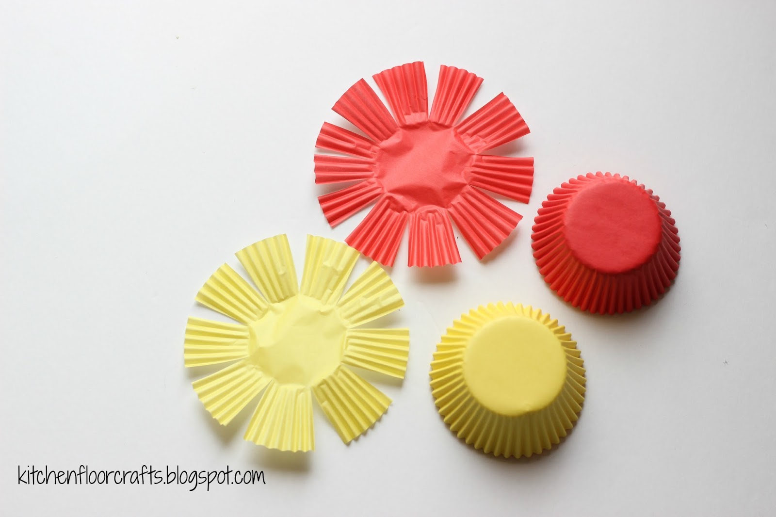 Kitchen Floor Crafts: Photograph Paper Plate Flowers