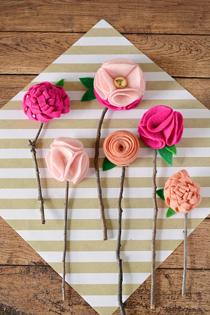 https://4.bp.blogspot.com/-GSnr14SkUNQ/WP3yAv2tuaI/AAAAAAAAOls/l7zCULeo1wws6PAHn-xS3ZWPQLvqzmmaQCLcB/s640/Make-Your-Own-DIY-Felt-Flowers.jpg