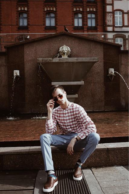 Retro vintage outfit. Koszula w kratę, błękitne spodnie i Śląskie upały