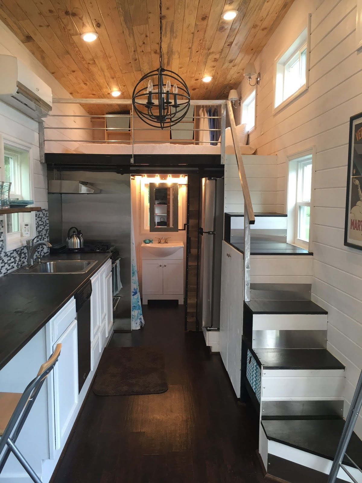 Tiny house town luxurious tiny house in tennessee 280 sq ft for Small luxury homes interior