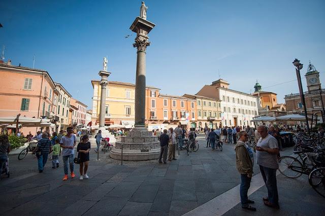 Piazza del Popolo em Ravena na Itália