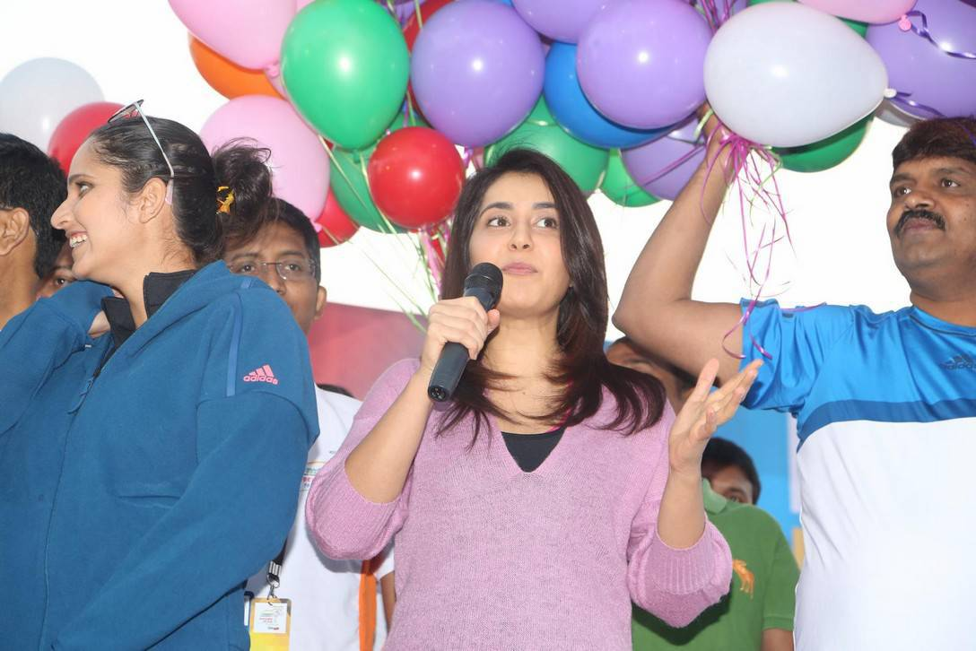 Rashi Khanna Stills At 10K Run In Pink Dress
