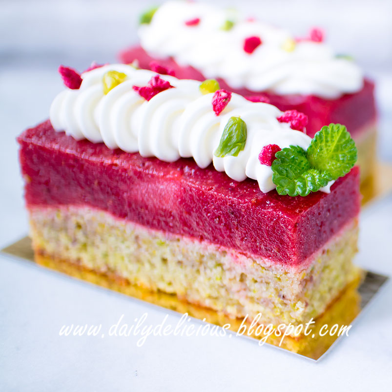 Strawberry Cool Whip Cake With Frozen Strawberries