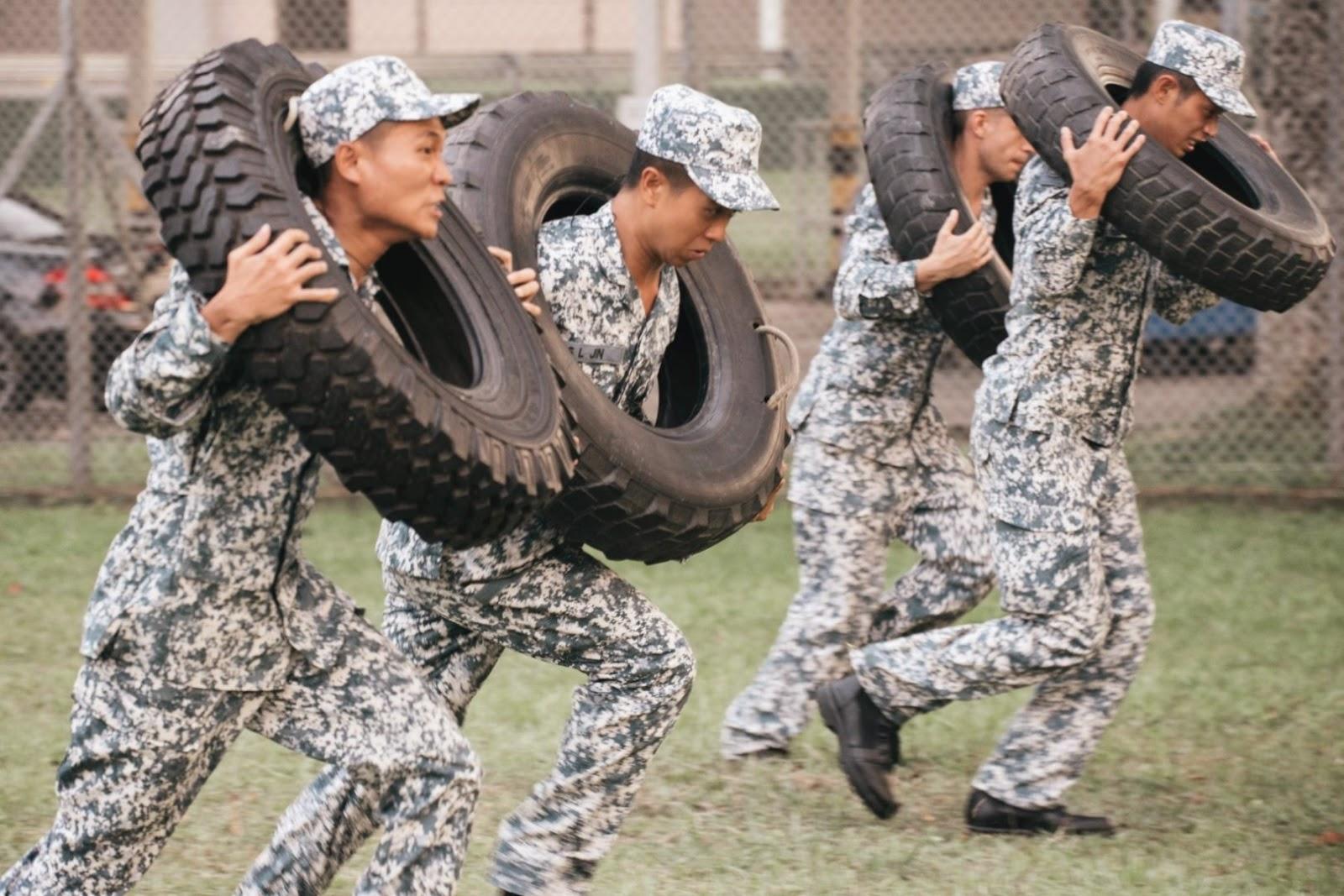 Pelakon terpaksa melalui latihan yang sama dengan apa yang penyelam Tentera Laut sebenar lalui