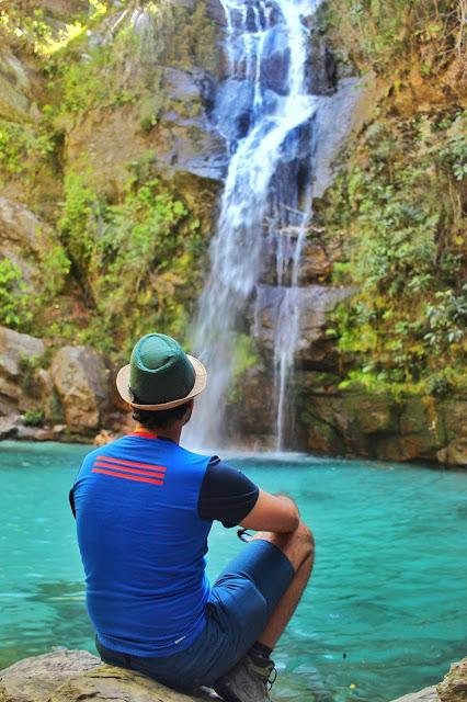 O azul turquesa da Cachoeira Santa Bárbara, em Cavalcante, Goiás.