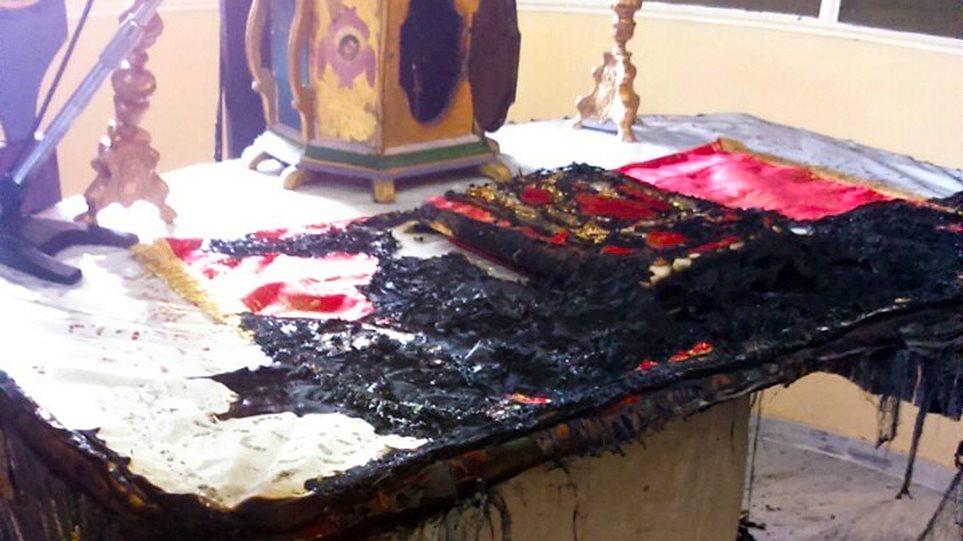 Έκαψαν την Αγία τράπεζα σε εκκλησία της Χίου έξω από hot spot