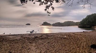wisata pantai bantol malang