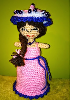http://www.ravelry.com/patterns/library/magic-cupcake-doll