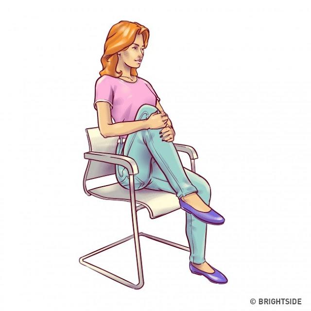 6 حركات تخلصك من «الكرش» وانتوا قاعدين على الكُرسي:
