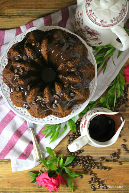 bundt-cake-de-cafe-con-ganache-de-capuccino, coffee-bundt-cake