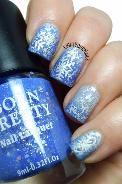 Snowflakes stamping nail art feat. Bornpretty thermal nail polish and BP-185 stamping plate #bornprettystore #nails #nailart #lightyournails