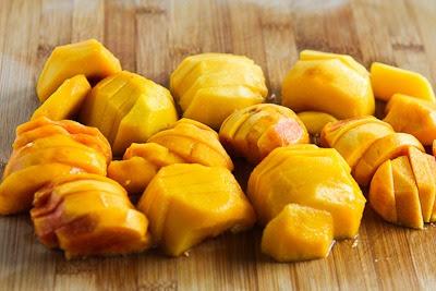 Low-Sugar and Gluten-Free Slow Cooker Peach Crisp found on KalynsKitchen.com