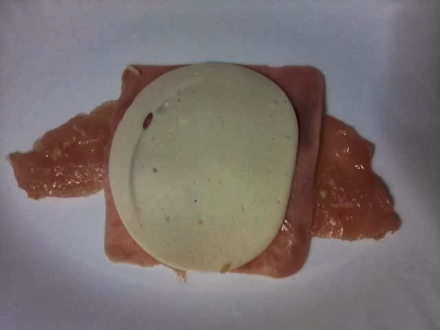 Receita de enroladinho de filé de frango assado com presunto e queijo