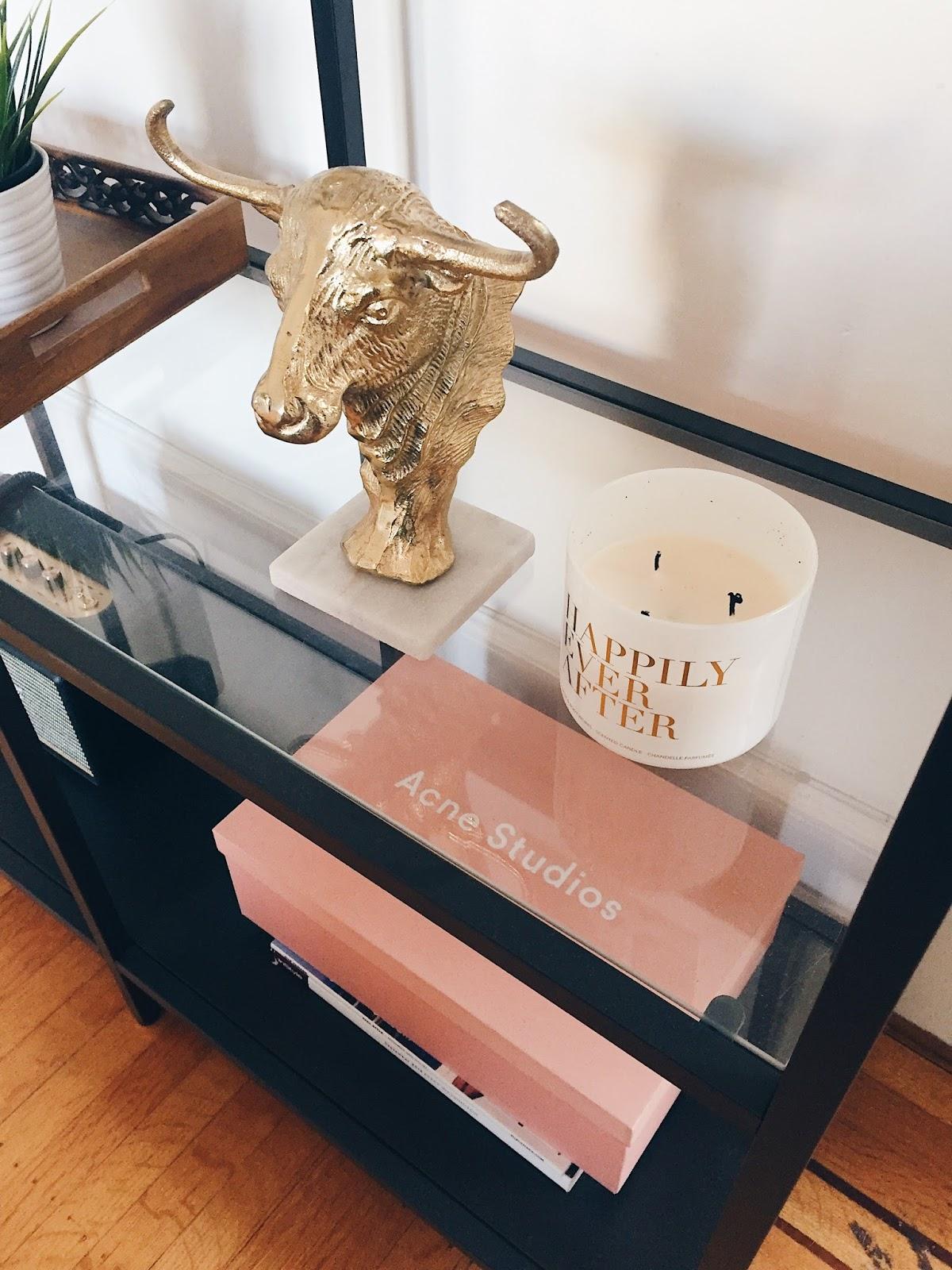 bookshelf decor
