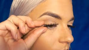 How To Remove False Lashes At Home