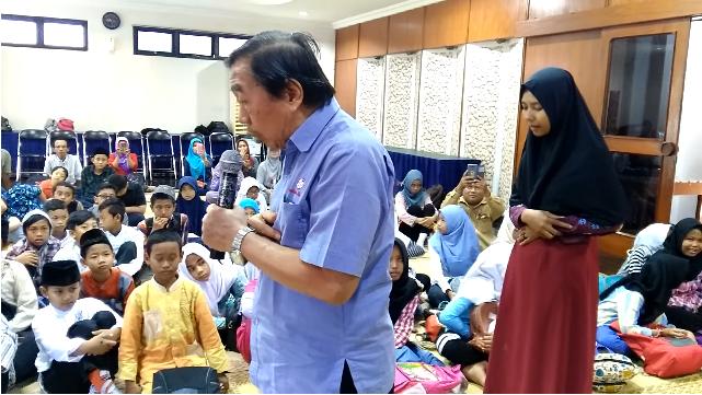 Beredar Video Seorang Pria Ajarkan Anak-anak Shalat Berbahasa Indonesia