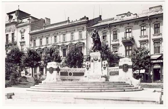 Черновцы. Памятник «Воссоединение» (Unirii) на одноимённой площади