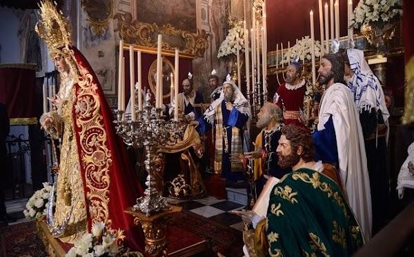 La Redención representa el misterio de Pentecostés en el besamanos de la Virgen del Rocío de Sevilla