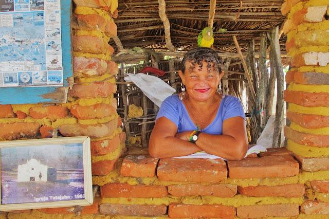 Dona Delmira, nativa de Tatajuba, em experiência de Turismo Comunitário na vila de Tatajuba
