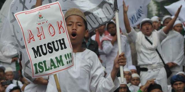 Gara Gara Anggap Isi Al Quran Bohong Ahok Di Marahi Warga Muslim Maluku Utara
