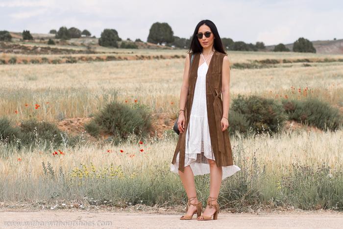 Bloguera influencer de moda española con fotos en lugares bonitos de Teruel
