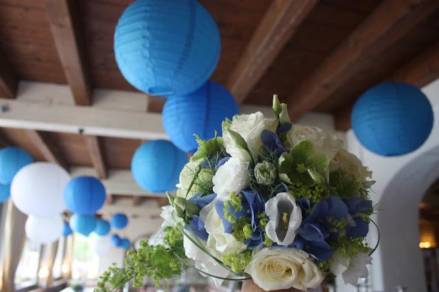 Großes Kino - Brautstrauß in Blau, Grün und Weiß von Passiflori Blumen Penzberg - Hochzeit im Riessersee Hotel Garmisch-Partenkirchen, Bayern - Wedding in Garmisch, Bavaria  #riessersee #hochzeitshotel #Garmisch #Bavaria #Bayern #heiraten #Hochzeit #Kino-Motto #wedding venue #abroad